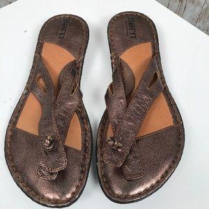 Born sz 7 bronze leather sandal flip flop knot